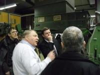 Inhaber Franz Kohl erläutert die Produktionsanlage