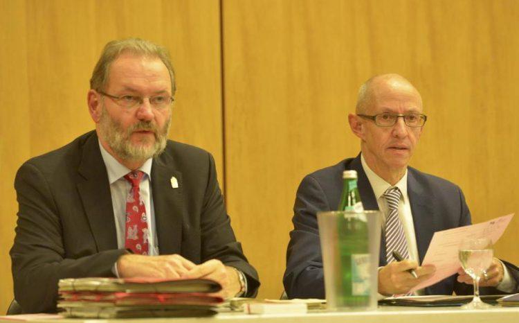 Einst waren sie politisch ein Herz und seine Seele, nun geht fast nichts mehr: Bürgermeister Michael Antenbrink (SPD, links) und Erster Stadtrat Sven Heß (Galf).