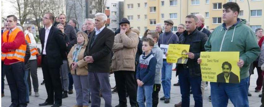Main-Spitze: Mahnwache für Deniz Yücel