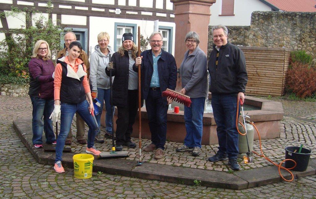 Wickerer CDU wieder beim Arbeitseinsatz am Tor zum Rheingau