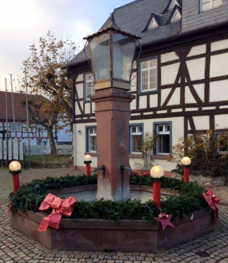 Auch dieses Jahr wieder Adventskranz am Tor zum Rheingau